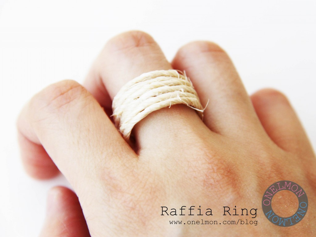 DIY Raffia Ring tutorial @ onelmon